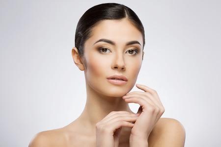Photo pour Young lady with beautiful make-up - image libre de droit