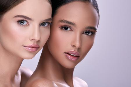 Photo pour close-up portait of two beautiful woman - image libre de droit