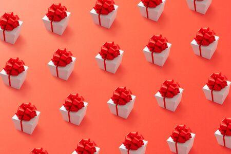 Photo pour Gift box minimal pattern background. Lush lava 2020 color trend. - image libre de droit