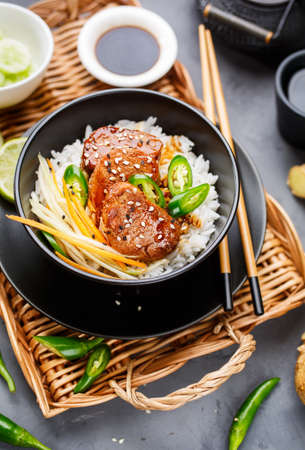 Foto für Asian food - roast meat with rice and vegetables. Food background - Lizenzfreies Bild