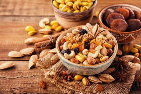 Photo pour Mix of nuts and dried fruits - image libre de droit