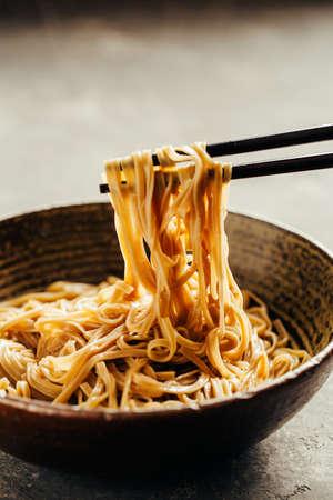 Foto de Soba noodles in a bowl - Imagen libre de derechos