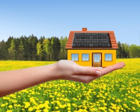 Photo pour The house in hands  - image libre de droit
