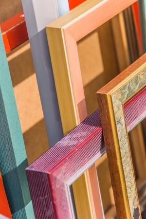 Photo pour Empty picture frames in different colors and designs - image libre de droit