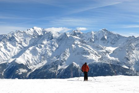 skiing in front of the Mont-Blanc