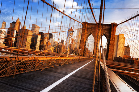Photo pour New York City, USA, early in the morning on the famous Brooklyn Bridge - image libre de droit