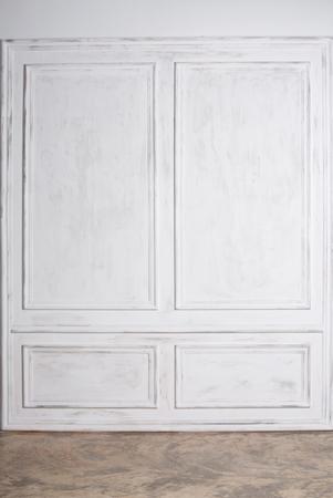 Photo pour Empty interior with white wall panels and concrete floor - image libre de droit