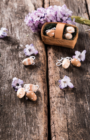 Photo pour Easter eggs and flower on wooden table. Spring concept on plank. - image libre de droit