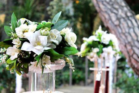 Photo pour bouquets of white flowers outdoors - image libre de droit