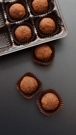 Photo pour chocolate petit fours over black background. Top view. - image libre de droit