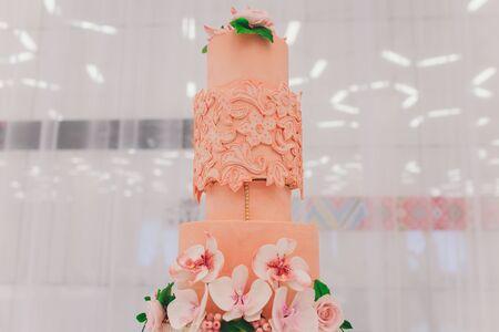 Photo pour Delicious cake on white table close-up selective focus. - image libre de droit