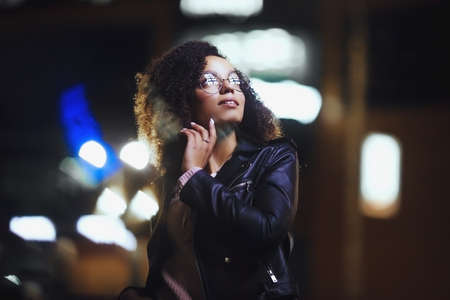 Photo pour Night portrait of beautiful fashion young african american girl. Cute curly model - image libre de droit