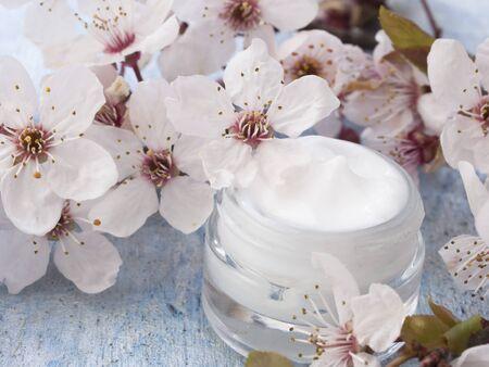 Photo pour natural cosmetics, fresh as flowers concept - image libre de droit