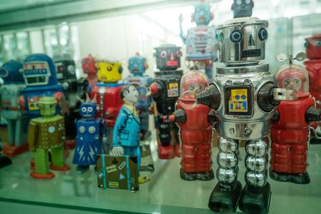 Photo pour old classic tin toy robots - image libre de droit