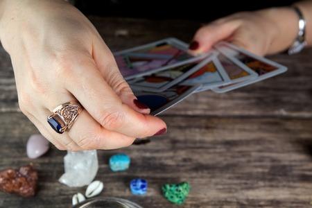 Photo pour Fortune teller woman predicting future from tarot cards - image libre de droit