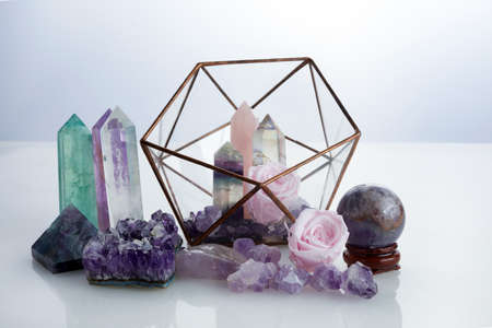 Photo pour Healing gemstones crystals. Reiki, esoteric, relax and balance conept. - image libre de droit