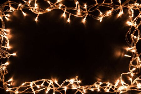 Photo pour Christmas lights border. Christmas background with lights and free text space. Christmas lights on black background. New Year. - image libre de droit