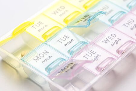 Photo pour Organizer for medical pills on a white isolated background close-up. Organization of taking pills of the day. - image libre de droit
