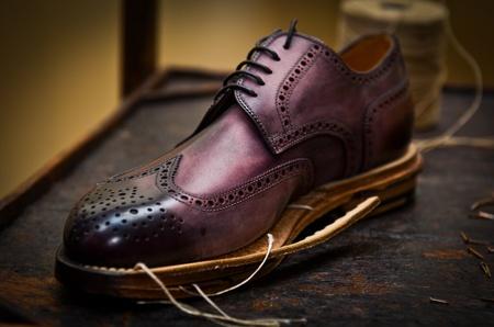 Photo pour Italian shoes build - image libre de droit