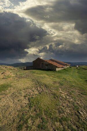 Photo pour Mountains in Valdelinares a cloudy day at sunset, Teruel - image libre de droit