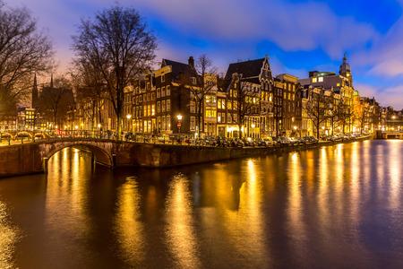 Foto de Amsterdam Canals West side at dusk Netherlands - Imagen libre de derechos