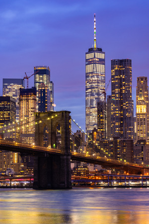 Photo pour Brooklyn bridge with Lower Manhattan skyscrapers bulding for New York City in New York State NY , USA - image libre de droit
