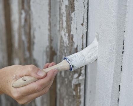 Photo pour Closeup of a female hand painting on old hose - image libre de droit