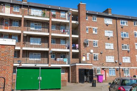Foto de Council housing block in East London - Imagen libre de derechos