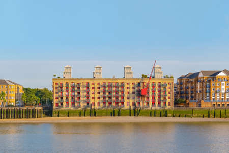 Photo pour Riverside apartment converted from a former Victorian warehouse in London - image libre de droit