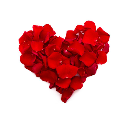 Photo pour Rose petals in heart shape. Valentine greeting card, wedding. Top view of the square. - image libre de droit