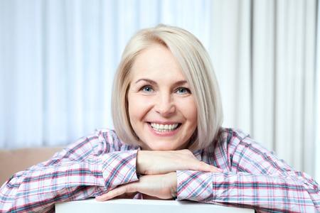 Photo pour closeup portrait of elegant middle aged woman - image libre de droit