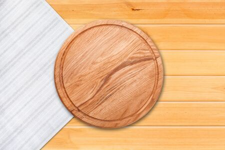 Photo pour Table cloth and pizza board on vintage wooden table. Top view mockup - image libre de droit
