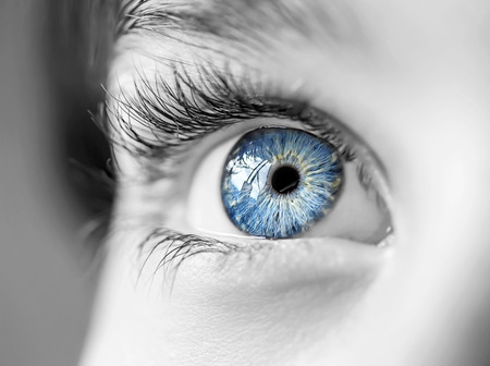 Foto de insightful look blue eyes boy - Imagen libre de derechos