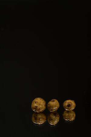 Photo pour Tiger tiger on a dark background. Mirror background - image libre de droit
