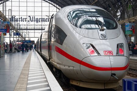 Photo pour Frankfurt am Main - February 8: Intercity Express, ICE train of Deutsche Bahn in Frankfurt Hbf, Germany. With Fast ICE train you can rich any destanation over Europe - image libre de droit