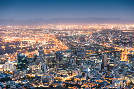 Photo pour Aerial view of Cape Town from Signal Hill after sunset during the blue hour - South Africa modern city with spectacular nightscape panorama - image libre de droit
