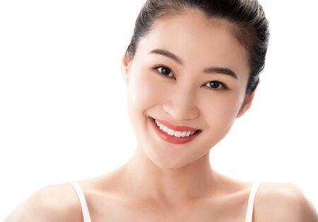 Photo pour Young women wear makeup - image libre de droit