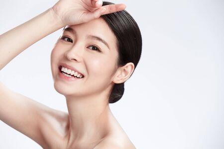 Photo pour Young woman makeup face portrait - image libre de droit