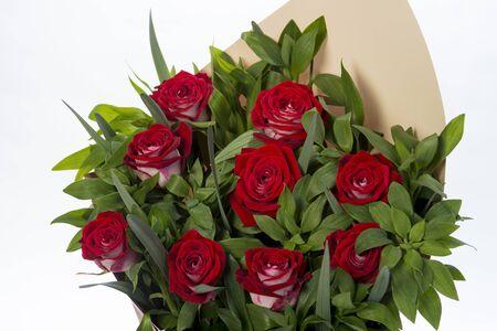 Photo pour red rose flowers bouquet on white background. close up - image libre de droit