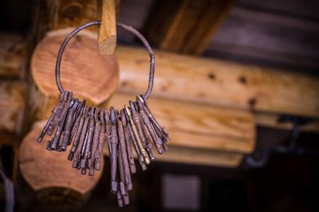 Photo pour Old keys on the ring - image libre de droit