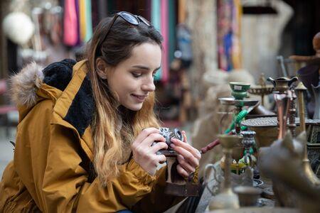 Foto de Photo of young tourist girl exploring streets of Baku. Moody photos of teenager girl visiting old city and taking photos of the city. - Imagen libre de derechos