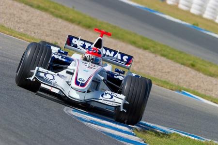 Photo pour JEREZ DE LA FRONTERA, SPAIN - OCT 11: Robert Kubica of BMW-Sauber F1 races during a training session on October 11, 2006 in Jerez de la Frontera , Spain - image libre de droit