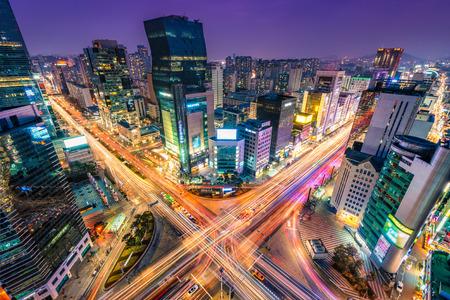 Foto de Night traffic zips through an intersection in the Gangnam district of Seoul, South Korea. - Imagen libre de derechos