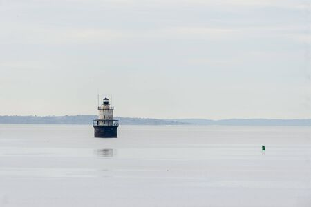 Photo pour Decommissioned Butler's Flat Light Station on hazy calm morning on Acushnet River in New Bedford, Massachusetts - image libre de droit