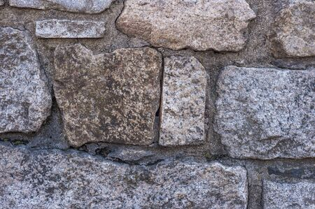 Photo pour Stone wall beginning to show cracks and gaps in mortar - image libre de droit