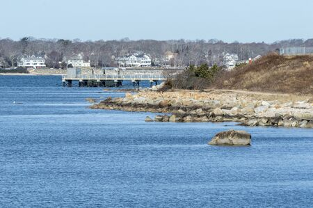 Photo pour Dock at University of Massachusetts Dartmouth's School for Marine Science & Technology on Clark's Cove, seen from Fort Taber Park - image libre de droit