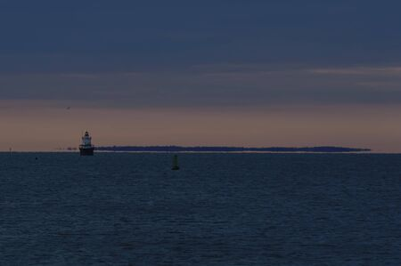 Photo pour Butler's Flat Light Station at dusk with Buzzards Bay and Elizabeth Islands in background - image libre de droit