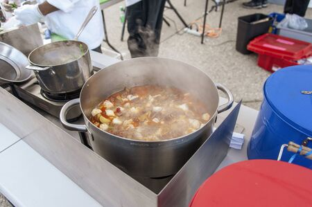 Photo pour Steaming pot of monkfish stew at the 2018 New Bedford Seafood Throwdown - image libre de droit