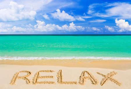 Photo pour Word Relax on beach - vacation concept background - image libre de droit