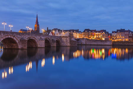Photo pour Maastricht cityscape - Netherlands - architecture background - image libre de droit